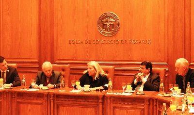 Carrió debatió con dirigentes y empresarios agroindustriales en la Bolsa de Rosario