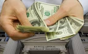 Economistas piden ordenar la economía para que tenga éxito el sistema de bandas cambiarias que estudia el Gobierno
